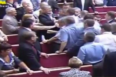 Националисты попытались вывести лидера коммунистов из Рады