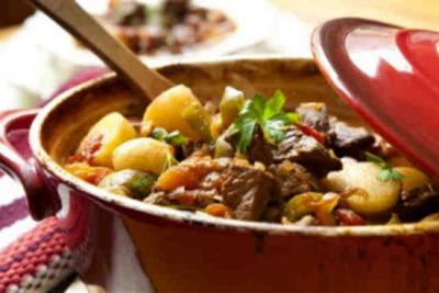 Как приготовить жаркое с тушенкой, описание рецепта и ингредиентов, фото.