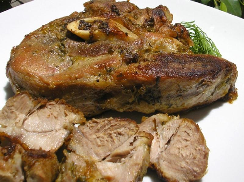 Жареная свиная лопатка на сковороде рецепт