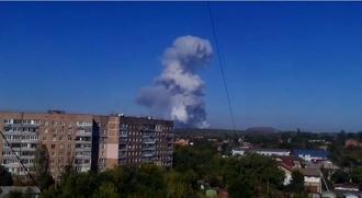 Во время разгрузки гуманитарной помощи по Донецку ударили двумя ракетами